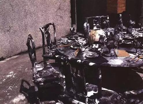 王天德《水墨菜单》(宣纸、墨、民国椅、毛笔、民国诗集)200155cm 1996-1998年